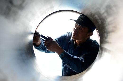 大国工匠徐立平 在飞船导弹上雕刻火药的航天人