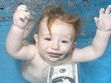 摄影师拍摄水下萌宝 造型超可爱