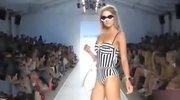 长腿模特T台走秀 比基尼美女海滩写真