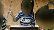 两岁孩子幼儿园咬人,老师把他绑在椅子上,家长表示赞同