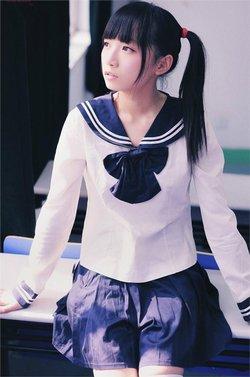 越来越多的日本女孩子都把穿水手服看成是