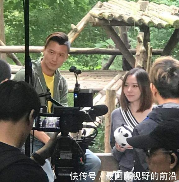 谢霆锋成都录制《锋味》,和节目嘉宾张靓颖游