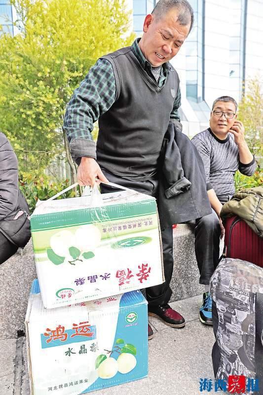【转】北京时间     夫妻俩非常节俭 过年回家带三摞空桶当年货 - 妙康居士 - 妙康居士~晴樵雪读的博客