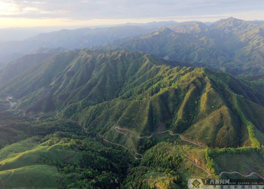 5月4日,笔者用无人机航拍罗城仫佬族自治县纳翁乡洞敏村自然风光.