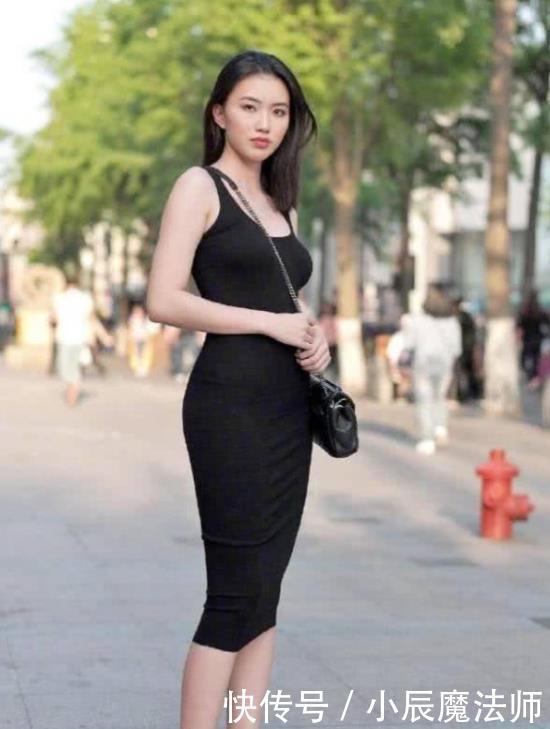 街拍:倾城倾国的美女,一条黑色的连衣裙,时尚性感魅力气质