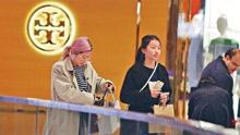 陈奕迅16岁女儿身材出众
