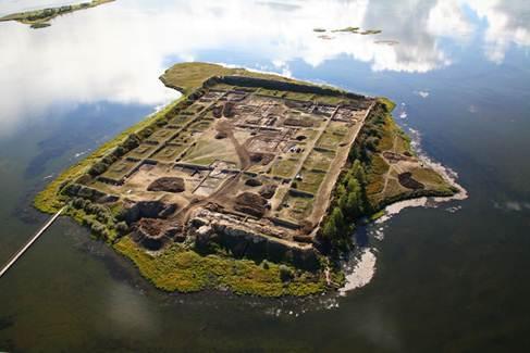 """在俄罗斯西伯利亚南部图瓦共和国一个偏远的湖中,有一座古城遗址,遗址名为""""博尔巴任"""",属唐式建筑,应为回鹘人所建.图片"""