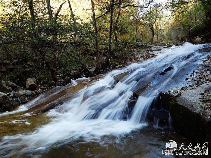 壁纸 风景 旅游 瀑布 山水 桌面 700_524