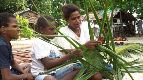 我们的侣行丨太平洋小岛如同世外桃源:村民用椰子树叶做粽子