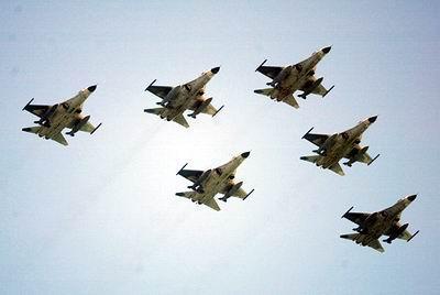战斗机的飞行性能要求较高
