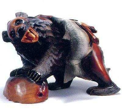 木雕背鱼熊