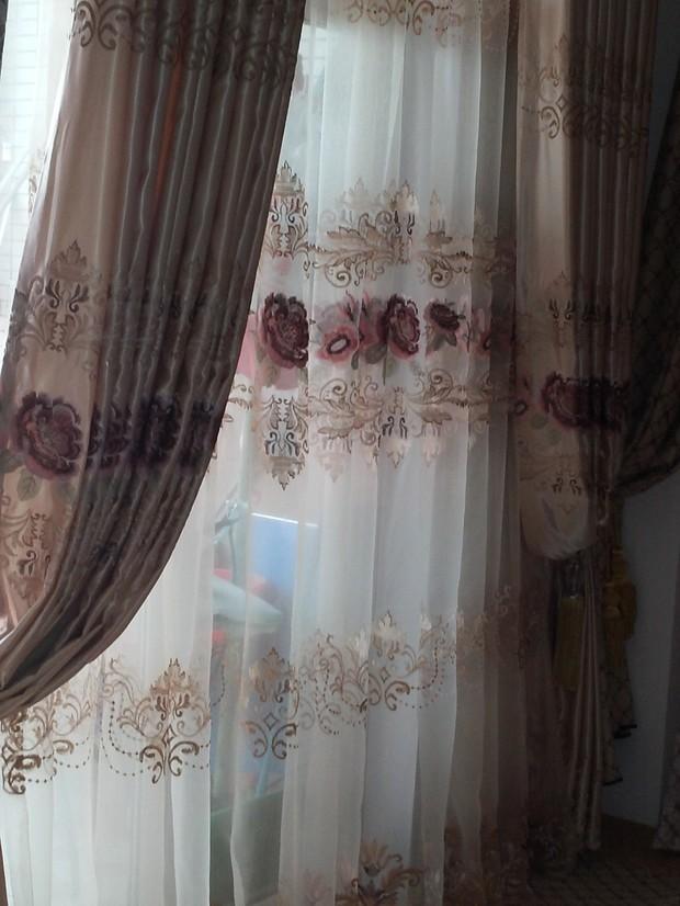 客厅阳台窗帘效果图?