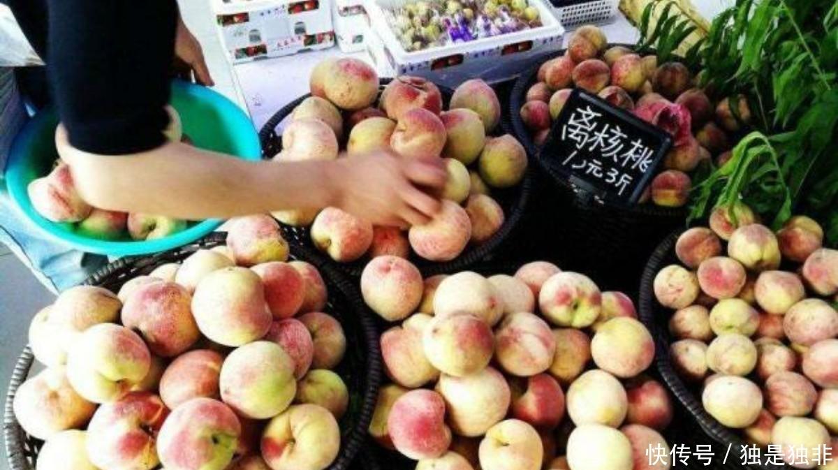 10元3斤水果看似便宜,买到手却不足2斤,摊主:用真秤会亏到卖房子!