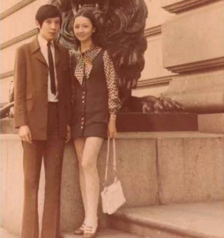 妈妈色爸爸色_而最近爆出他爸爸妈妈的照片,爸爸看起来长相普通,虽然身高不俗,但是