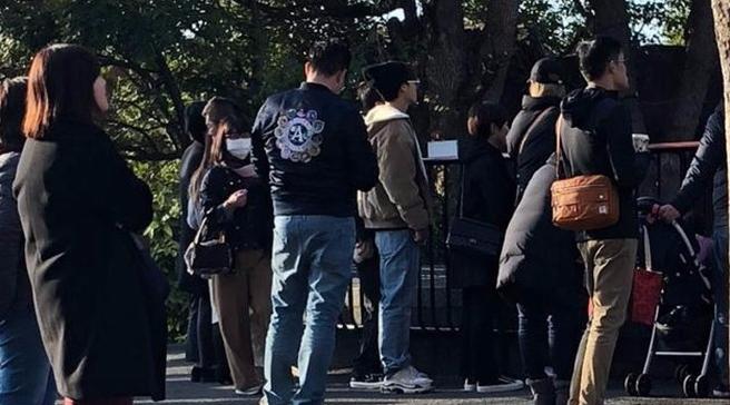 李易峰游日本偶遇记续篇童心未泯抓娃娃逛动物园