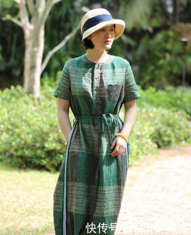 中年女人,三伏天想穿得更清爽?试试下面这裙装,轻松美过同龄人