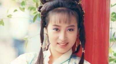 她是古装美女,曾演绎最经典赵敏,如今婚姻幸福年过半百依然美丽