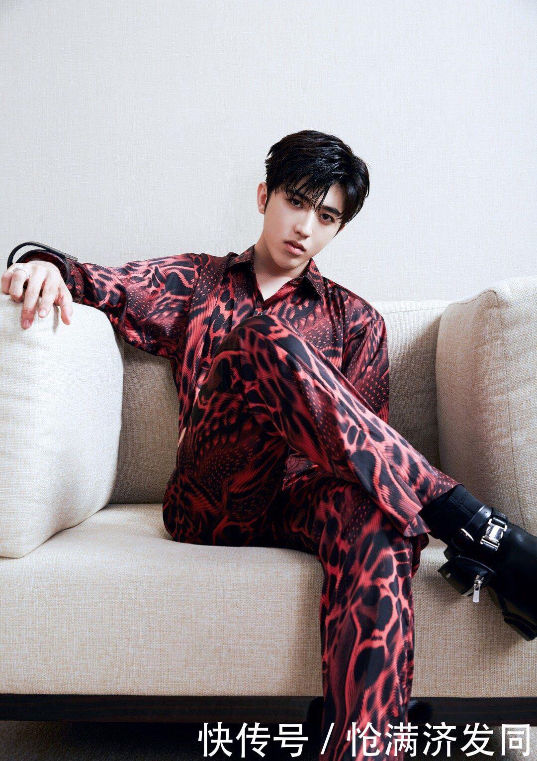 有一种帅叫做蔡徐坤穿红色了,隔着屏幕都觉得帅