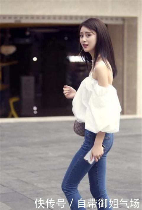 <b>路人街拍,迷人性感的美女,真是充满女人味的穿搭</b>