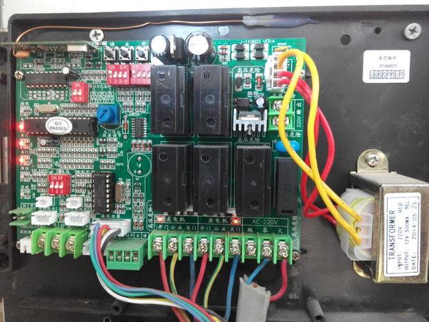 伸缩门控制器自动通电,电机嗡嗡响门不动,请教咱们解决