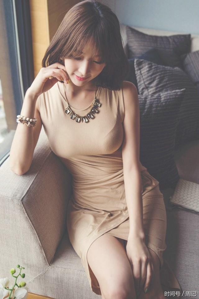 沙发上的短发美女:有点娇气而可爱 - 一统江山 - 一统江山的博客