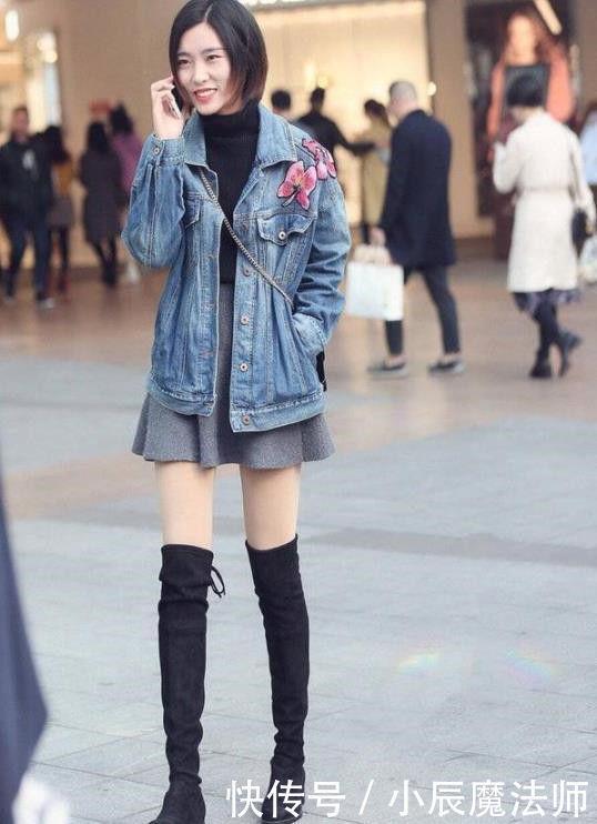 路人街拍迷人性感的小姐姐,表现出精致优雅的气质