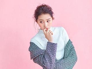 关晓彤和迪丽热都是粉色的衣服,你们喜欢哪一种呢?