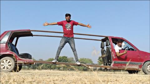 改装达人制作世界上最拉风汽车,启动的一瞬间,场面过于搞笑!
