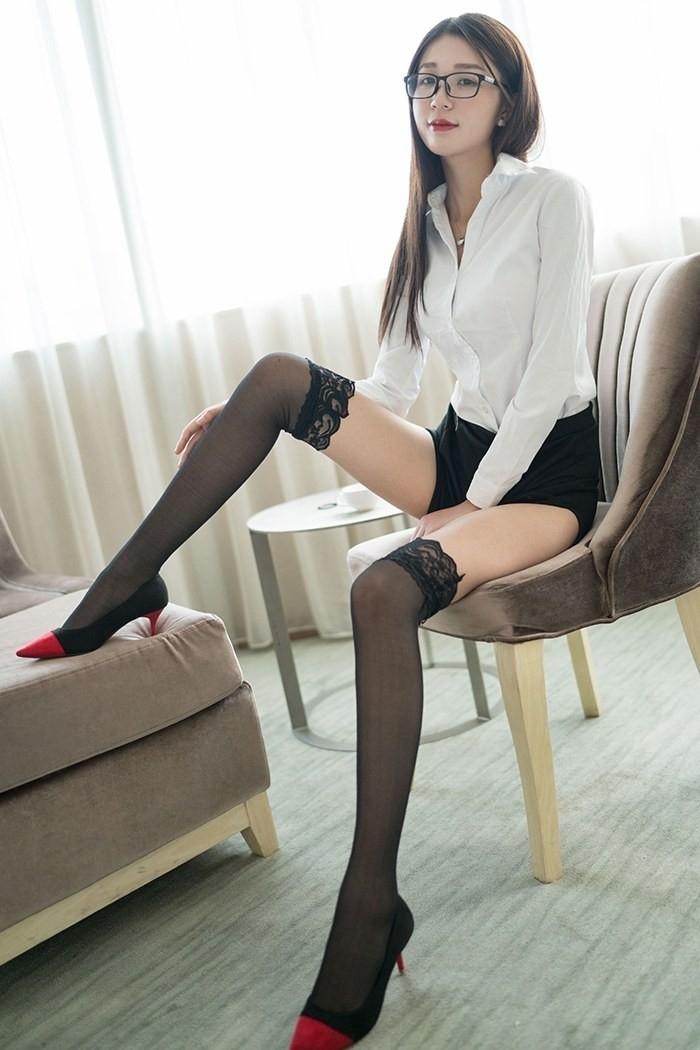 极品美女性感秘书性感图片高中女生的视频职业装,超短裙大美腿,最后一图片