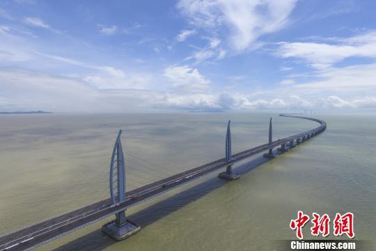 世界最长跨海大桥港珠澳大桥主体工程贯通(组图)