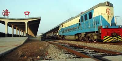 海口火车站目前已经有六趟旅客列车停靠,分别是三亚到上海的k511/512