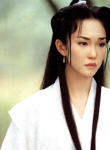 1994年范文芳参演了电视剧处女作《美梦成真》,同年又拍摄了《勇者无