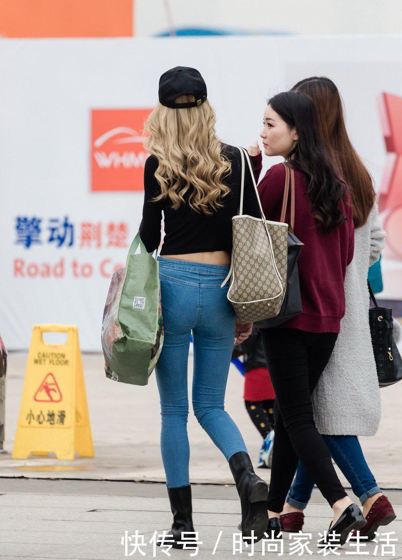 北大街街拍:上衣露脐黑色美女牛仔裤情趣,凸显内衣秀哥伦比亚紧身4图片