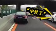 本田车遇救护车不让道