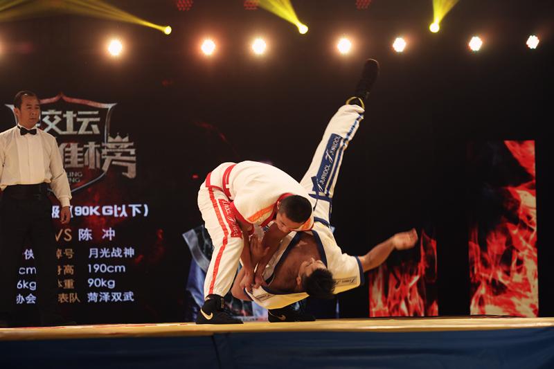 《跤坛英雄榜》第一轮第三场男子90kg级比赛