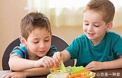 夏天的这三种水果,尽量少给娃吃,很多家长还傻傻以为对孩子好!