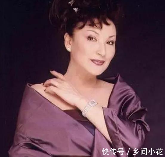 她红了一辈子,却当了23年的单亲妈妈,71岁仍打扮的漂漂亮亮