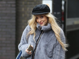 英国最会穿的美女主播菲妮科顿的街拍实在看不够!