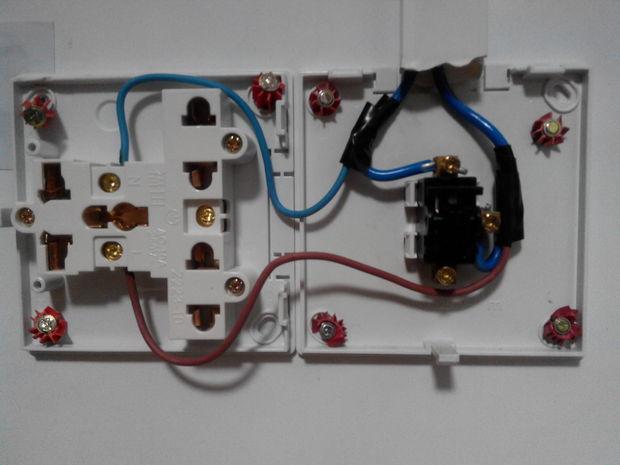 从电灯开关引一个插座怎么只有在关灯时才可以使用