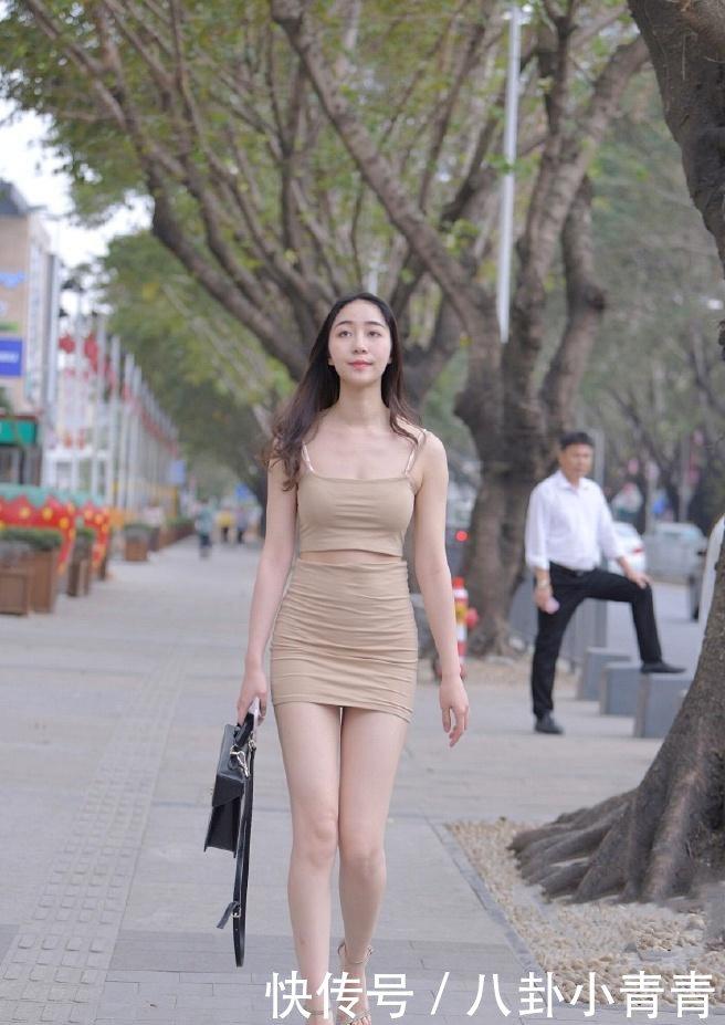 虽然小姐姐身段很好,但毕竟是街上,大叔你矜持点