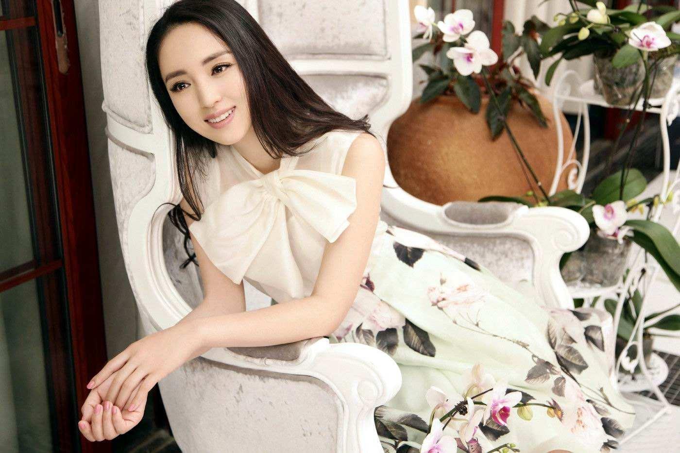 高云翔被捕后,董璇其实过得很开心,不仅逛街追剧还和李小璐聚会