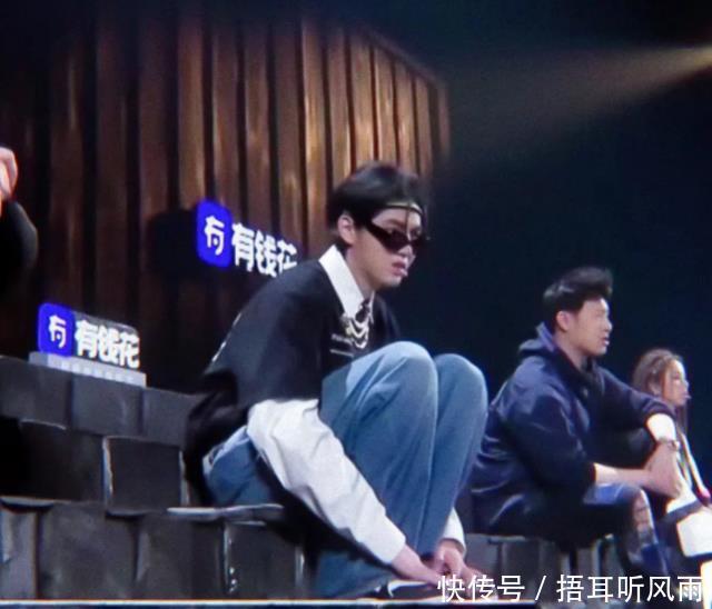 """吴亦凡""""过肩蹲""""火了,据说瘦的人才能做得来,真的假的"""