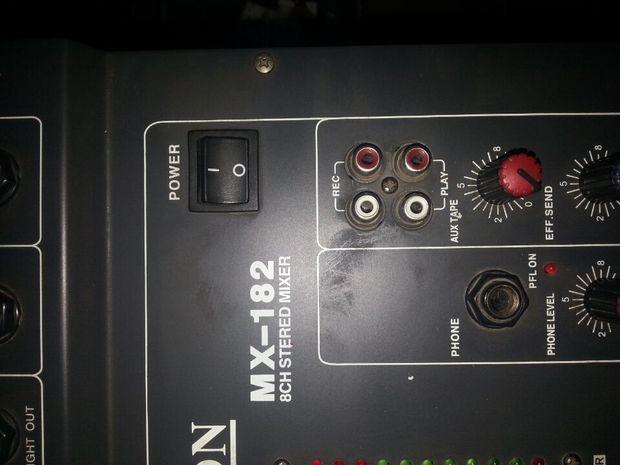 这个调音台能插麦克风吗插哪个