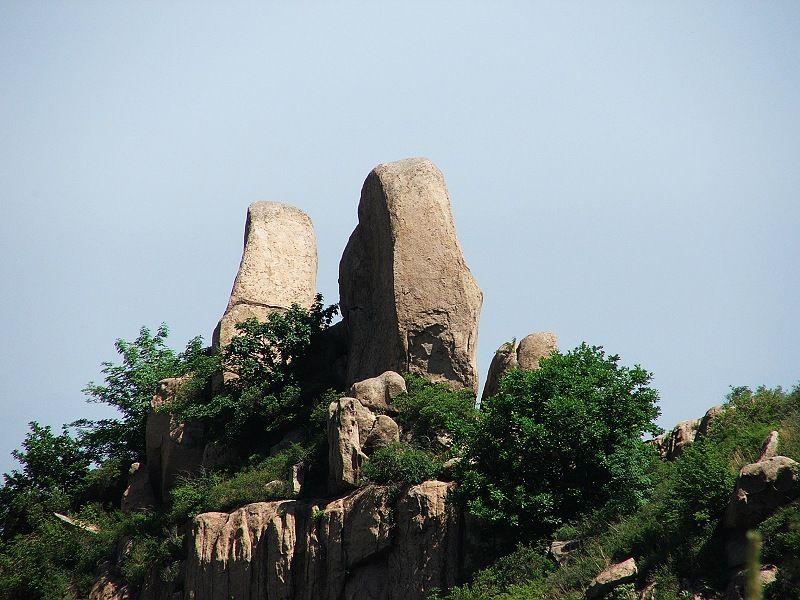 虹螺山风景区位于葫芦岛市区北30公里有2山,包括大虹螺山和小虹螺.