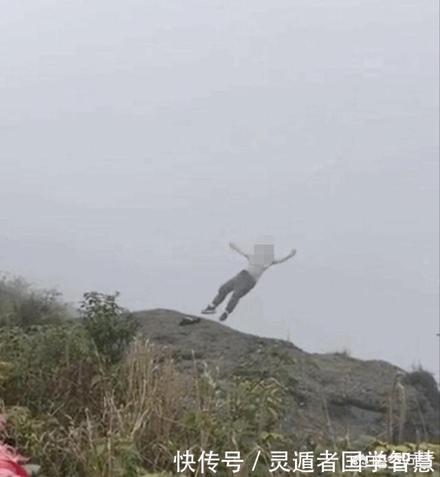 一女生在峨眉山跳崖自杀,为何现在有年轻人女孩身体看视频互