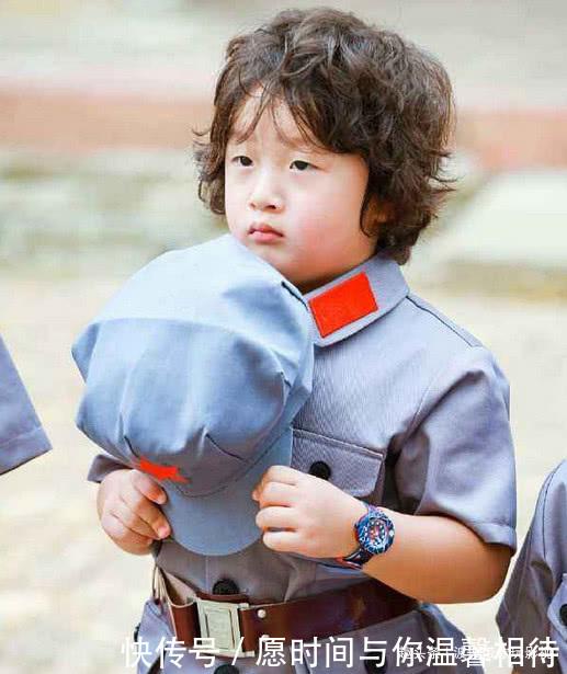 10表情因年前在韩国翻看,如今走红幼年照片图表情包远退图片