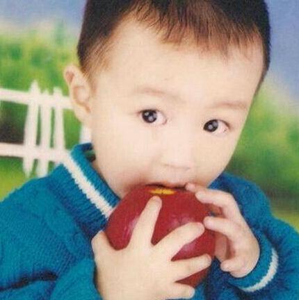 照片   本乡奏多小时候都是这样的冷酷路线,王俊凯小时候是可爱路线的