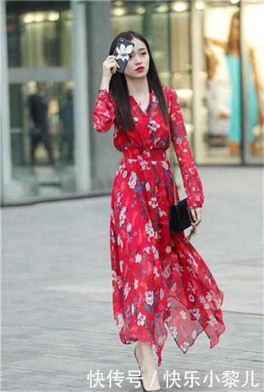 街拍:优雅多姿的小姐姐,走路自带气质,凸显女神的魅力