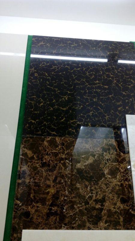 米白色的地板砖,配深咖啡地砖,如下图,如果客厅被电视柜和沙发挡住了
