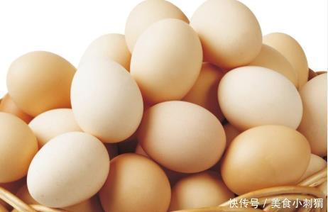 买鸡蛋时,应买黄鸡蛋还是白鸡蛋?听养鸡大妈说后,瞎买十几年!